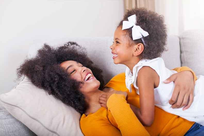Mère et fille heureuses